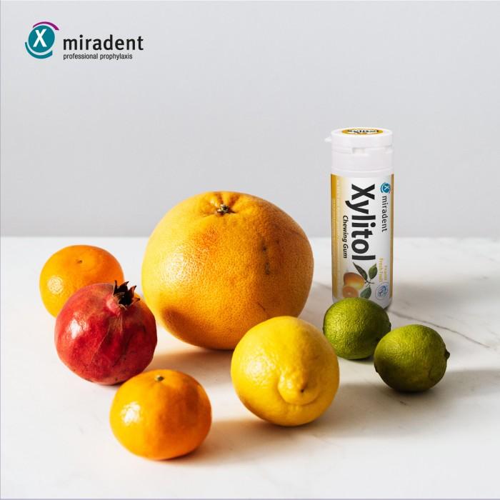 Miradent Xylitol Fruits Frais жевательная резинка со вкусом свежих фруктов 30 шт (30 гр)